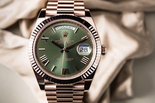 الفرق بين ساعات Rolex الأصلية والتقليد